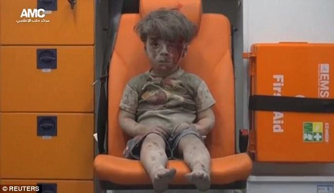 """Gặp lại cậu bé """"biểu tượng chiến tranh Syria"""" - Ảnh 1."""