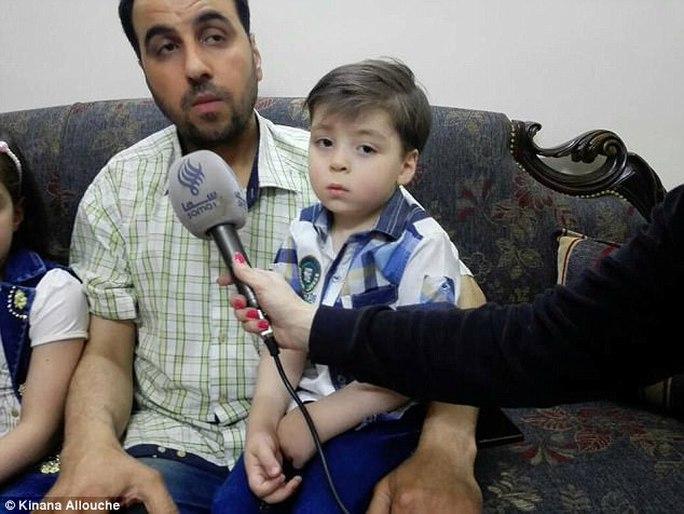 """Gặp lại cậu bé """"biểu tượng chiến tranh Syria"""" - Ảnh 3."""