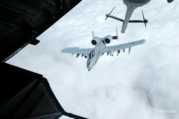 """Mỹ bất ngờ không kích vào vùng """"tránh xung đột"""" với Nga ở Syria - Ảnh 1."""