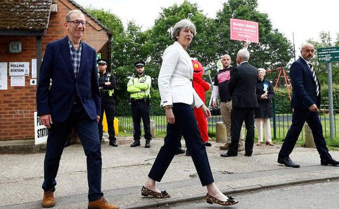 Bầu cử Anh: Lãnh đạo Công đảng kêu gọi Thủ tướng từ chức - Ảnh 2.