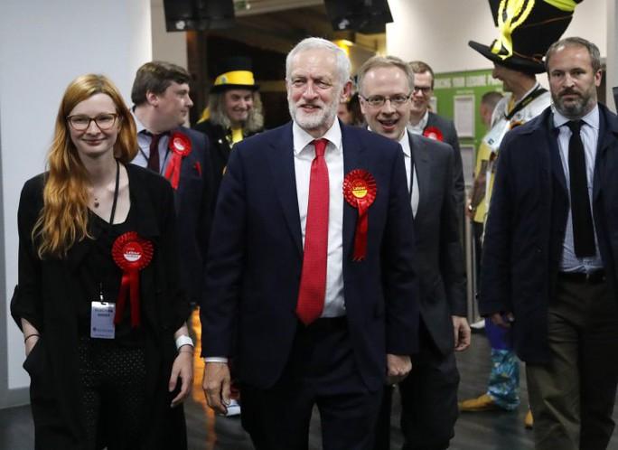 Bầu cử Anh: Lãnh đạo Công đảng kêu gọi Thủ tướng từ chức - Ảnh 1.