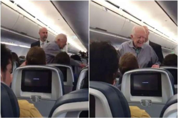 Cựu tổng thống Mỹ hành xử bất ngờ trên máy bay - Ảnh 1.