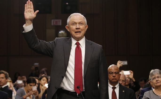 Bộ trưởng Tư pháp Mỹ bác tin gặp kín quan chức Nga trong khách sạn - Ảnh 1.