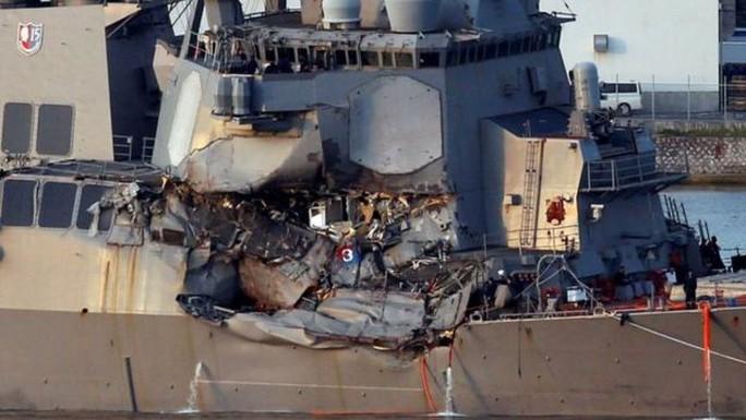 Thủy thủ xả thân cứu 20 người trên tàu khu trục Mỹ gặp nạn - Ảnh 2.