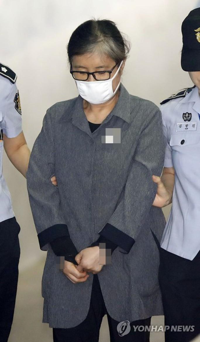 Bạn của cựu TT Hàn Quốc lãnh án - Ảnh 1.