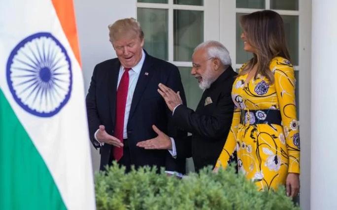 Gặp Thủ tướng Ấn Độ, TT Donald Trump hào phóng những cái ôm - Ảnh 3.