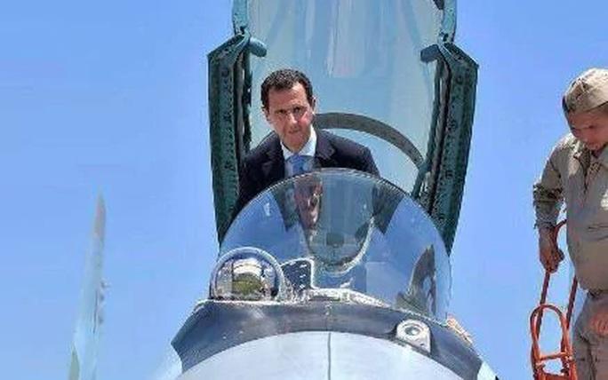 Ông Assad cưỡi chiến đấu cơ SU-35 tại căn cứ không quân Nga - Ảnh 1.