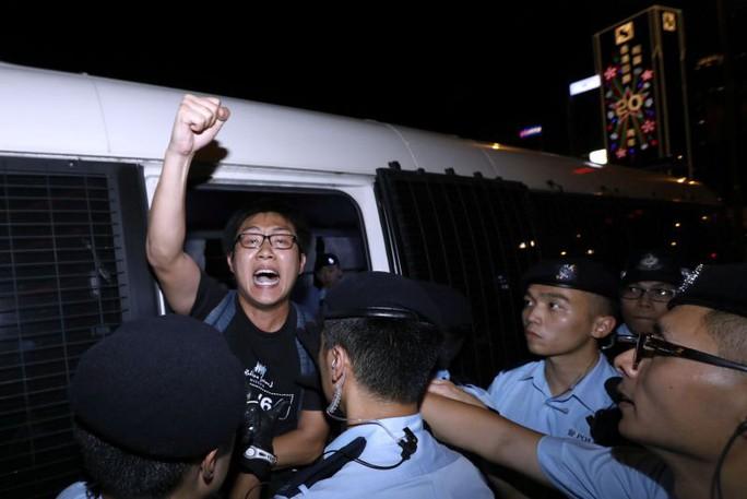 Hồng Kông: Bắt người biểu tình trước chuyến thăm của Chủ tịch Trung Quốc - Ảnh 1.