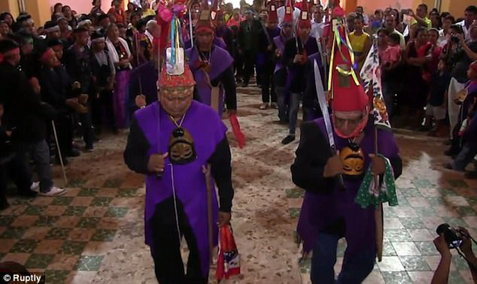 Mexico: Thị trưởng cưới cô dâu cá sấu để cầu may - Ảnh 4.