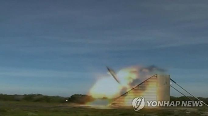Hàn Quốc khoe tên lửa đối phó lãnh đạo Triều Tiên - Ảnh 1.