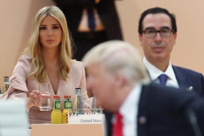 Vụ Ivanka thay cha dự họp: Ông Donald Trump và Chelsea Clinton đấu khẩu - Ảnh 2.