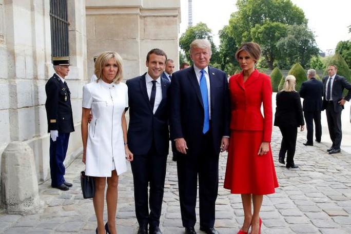 """Ông Donald Trump khen vợ Tổng thống Pháp """"căng tràn sức sống"""" - Ảnh 1."""