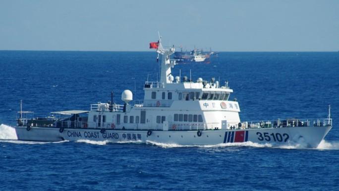Tàu Trung Quốc lần đầu áp sát đảo cấm của Nhật Bản - Ảnh 1.