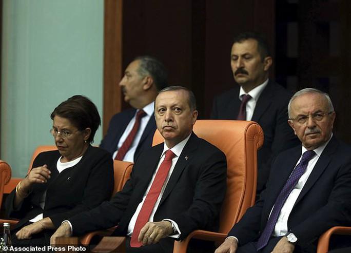 Tổng thống Thổ Nhĩ Kỳ thề lấy đầu kẻ phản bội - Ảnh 11.