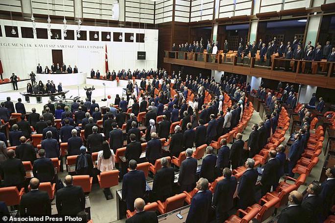 Tổng thống Thổ Nhĩ Kỳ thề lấy đầu kẻ phản bội - Ảnh 12.