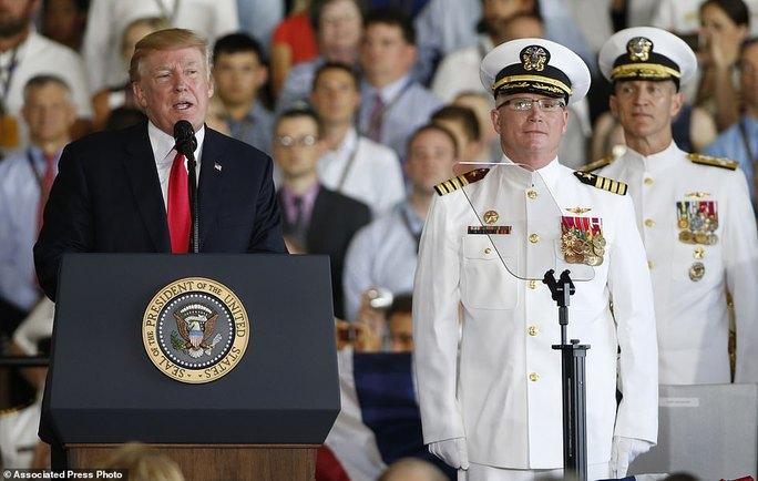 Cận cảnh tàu sân bay tối tân khiến kẻ thù run sợ của Mỹ - Ảnh 3.