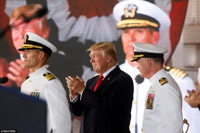 Cận cảnh tàu sân bay tối tân khiến kẻ thù run sợ của Mỹ - Ảnh 11.