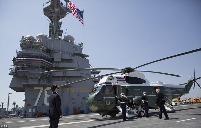 Cận cảnh tàu sân bay tối tân khiến kẻ thù run sợ của Mỹ - Ảnh 7.