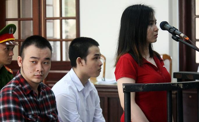 Vụ nữ sinh bị tạt axít dẫn đến mù mắt:  Bị cáo đã yêu mù quáng - Ảnh 1.