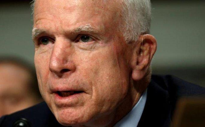 Bất chấp ung thư não, ông John McCain trở lại thượng viện - Ảnh 1.