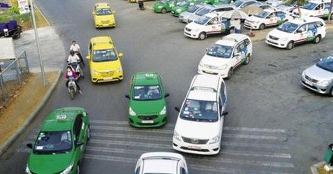 Taxi truyền thống lo Grab, Uber khuyến mại quanh năm - Ảnh 1.