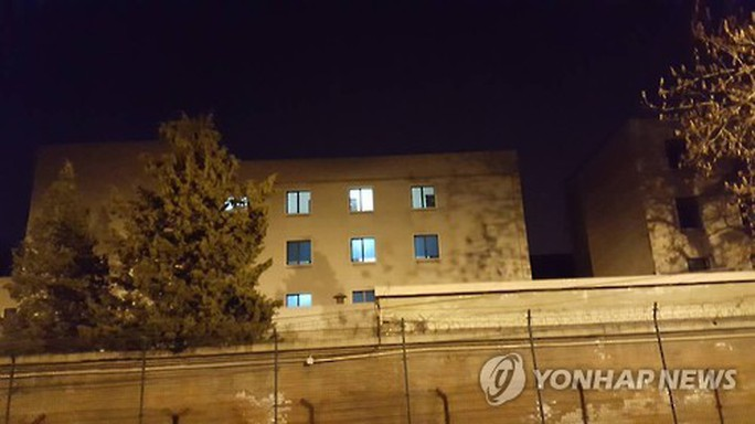Xem phim Hàn Quốc, Đại sứ quán Triều Tiên bị kiểm tra - Ảnh 1.
