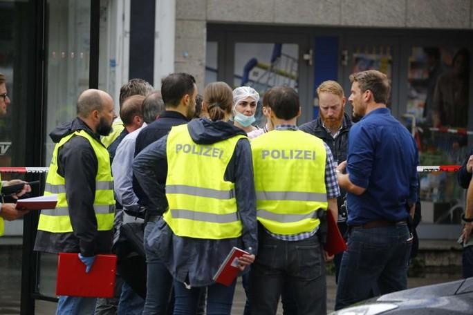 Sắp rời khỏi Đức, người nhập cư đâm chém tại siêu thị - Ảnh 2.