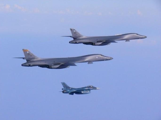 Mỹ điều 2 oanh tạc cơ B-1B kèm thông điệp dằn mặt Triều Tiên - Ảnh 1.
