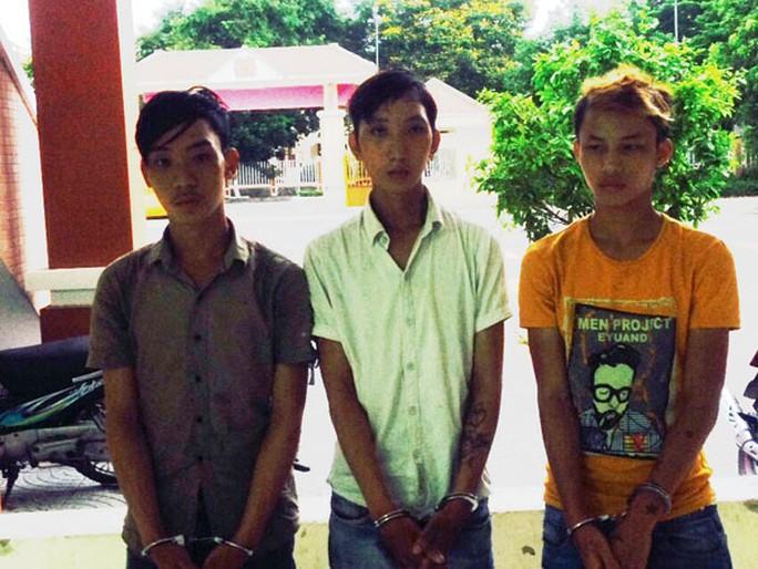 Quảng Nam: Hàng loạt cặp tình nhân bỗng bị đánh ghen - Ảnh 1.