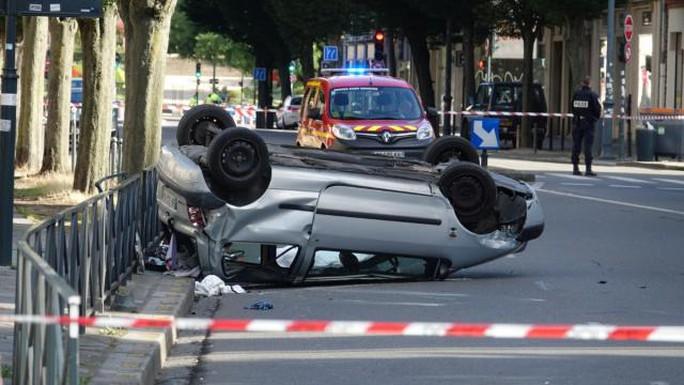 Liên tiếp tông xe ở Mỹ, Pháp - Ảnh 2.