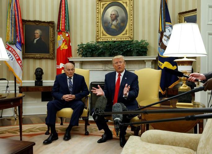 """Sa thải giám đốc truyền thông, ông Donald Trump cảm thấy """"ngày tuyệt vời"""" - Ảnh 2."""