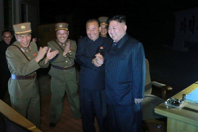 Quan chức Mỹ bất ngờ thừa nhận khả năng của tên lửa Triều Tiên - Ảnh 1.