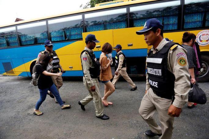 Indonesia trục xuất hàng trăm nghi phạm Trung Quốc - Ảnh 2.