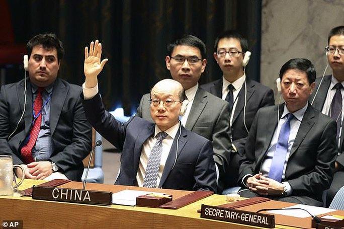 LHQ trừng phạt Triều Tiên, cắt đứt 1 tỉ USD thu nhập xuất khẩu - Ảnh 2.