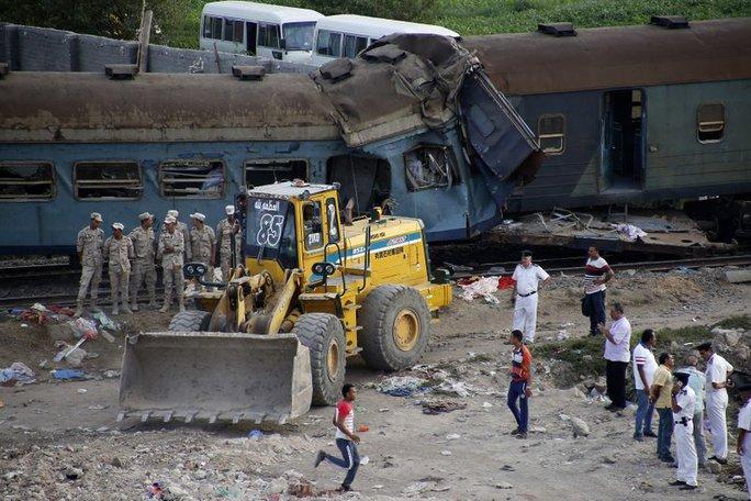 Ai Cập: Tàu hỏa đâm nhau, hơn 100 người thương vong - Ảnh 6.