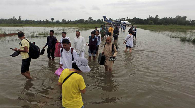 Nepal: Lũ lụt nghiêm trọng, người dân sơ tán bằng voi - Ảnh 3.