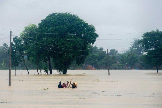 Nepal: Lũ lụt nghiêm trọng, người dân sơ tán bằng voi - Ảnh 5.