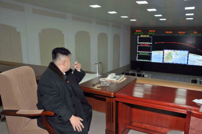 Ông Kim Jong-un bất ngờ xuất hiện và mở lời về kế hoạch đánh Guam - Ảnh 1.