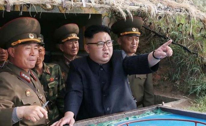 Ông Kim Jong-un bất ngờ xuất hiện và mở lời về kế hoạch đánh Guam - Ảnh 2.