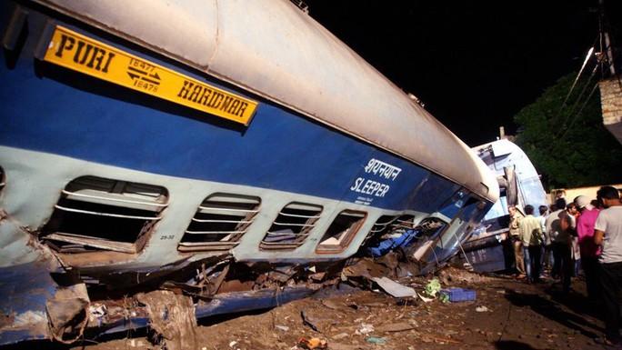 Vụ trật tàu thảm khốc: Tháo đường ray để sửa nhưng không báo cho lái tàu! - Ảnh 1.