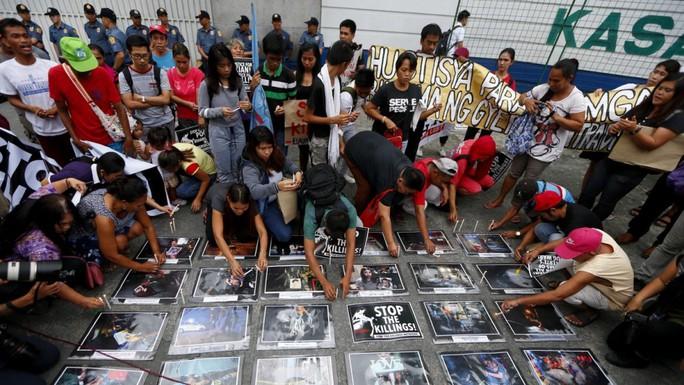 Philippines: Cảnh sát gõ cửa từng nhà xét nghiệm ma túy - Ảnh 2.
