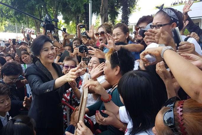 Bà Yingluck đổ bệnh nặng, tòa án Thái Lan phát lệnh bắt - Ảnh 3.