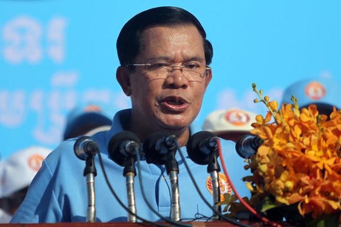 Thủ tướng Hun Sen: Bà Yingluck không đi qua Campuchia - Ảnh 1.
