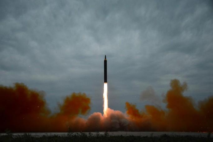 Triều Tiên xác nhận thử tên lửa để chuẩn bị tấn công đảo Guam - Ảnh 1.