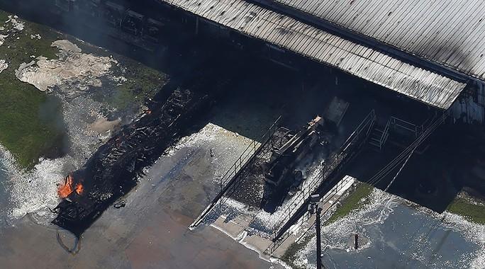 Tiếp tục cháy lớn tại nhà máy hóa chất ở Texas - Ảnh 1.