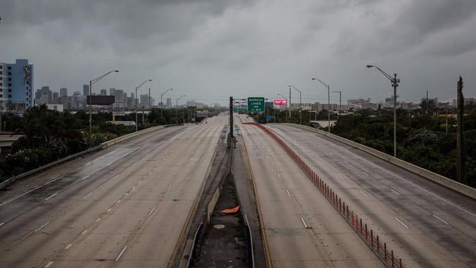 Mỹ: Thành phố ma chờ bão Irma - Ảnh 1.