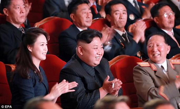 Cựu biệt kích SEAL hiến kế trị Triều Tiên, trút 25 triệu iPhone và phát wifi miễn phí - Ảnh 1.