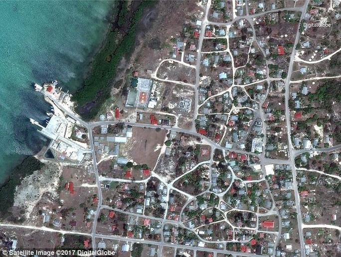 Đảo Barbuda sạch bóng người sau siêu bão Irma - Ảnh 1.