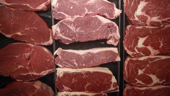 Đi tù còn bị phạt 8,8 triệu USD vì bán thịt bò lậu - Ảnh 1.