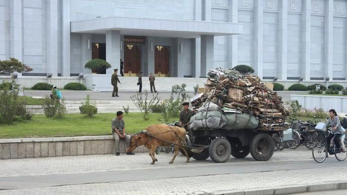 Những ngày này dân Triều Tiên sống ra sao? - Ảnh 7.
